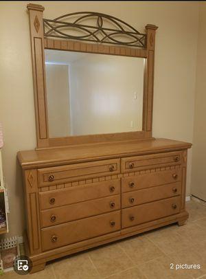 dresser with mirror for Sale in Baldwin Park, CA