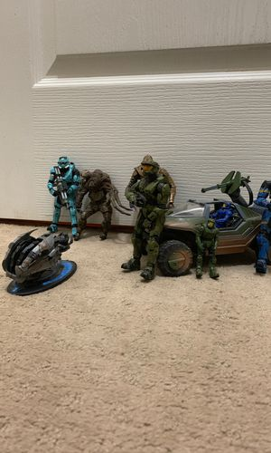 Collectible Halo Action figures and vehicle and guns set of 7 pieces for Sale in Seabrook, TX