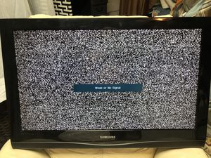 Samsung 32 inch TV needs remote be used but it in storage works turns on asking 40 bucks cash for Sale in La Vergne, TN