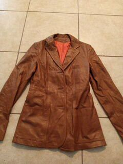 WOMEN'S LEATHER JACKET for Sale in Brownsville, TX