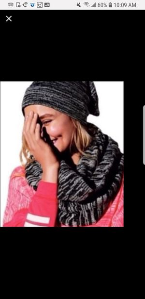VS pink hat & infinity scarf for Sale in Clermont, FL