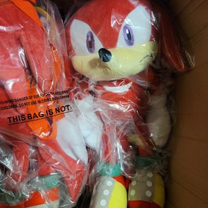 """Sonic the Hedgehog Knuckles 19"""" Plush Backpack for Sale in Los Angeles, CA"""
