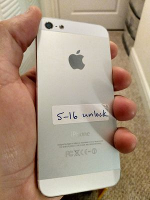 Unlocked iPhone 5 16gb like new Condition white for Sale in North Miami Beach, FL
