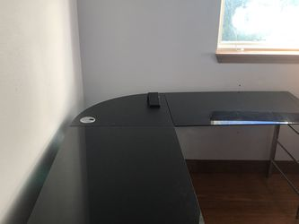 Black glass L-shaped desk for Sale in Mountlake Terrace,  WA