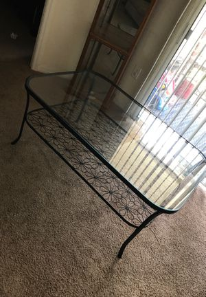 Roth iron coffee table set for Sale in Tampa, FL