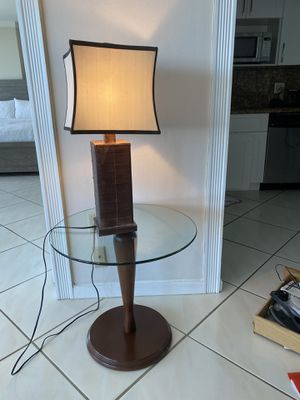 Table and lamp for Sale in Fort Lauderdale, FL