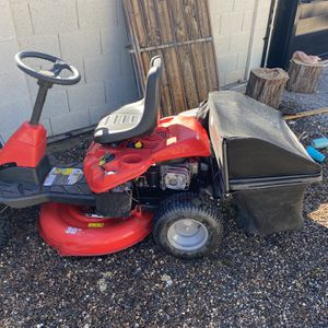 Riding Law Mower Craftsman for Sale in Phoenix, AZ