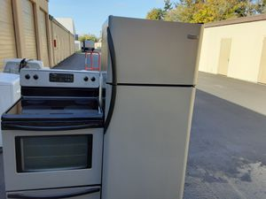 Frigidaire stove and fridge for Sale in Kent, WA