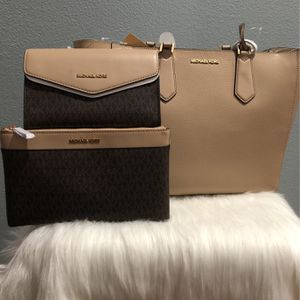 Michael Kors Purse for Sale in Moreno Valley, CA