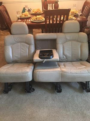 2002 Chevrolet Tahoe Heated Leather driver seat , slight tear  for