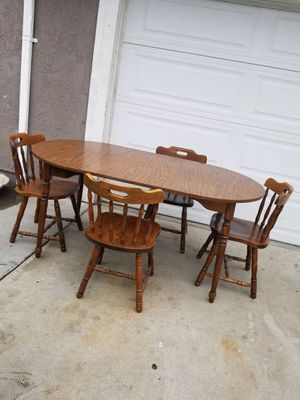 Dining table with 4 chairs in exelent condition for Sale in Fontana, CA