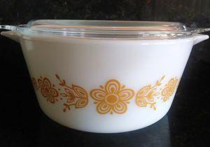 Vintage Pyrex Butterfly Gold White 474B 1 1/2qt for Sale in Sebastian, FL
