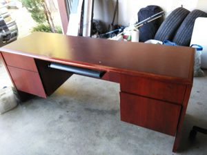 Free desk bring help for Sale in Dallas, TX