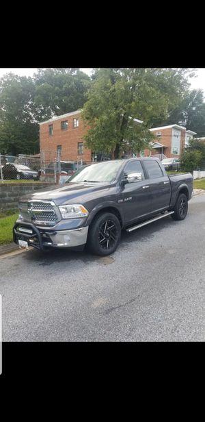 Dodge RAM 4×4 v8 año 2014 millas 39k título ex salvé for Sale in Silver Spring, MD