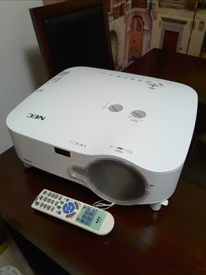 4200-lumens Professional Installation Projector, NEC NP2200. - Almost New. for Sale in Davie, FL