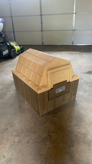 ASL solutions insulated dog house + heater pad for Sale in Aurora, CO