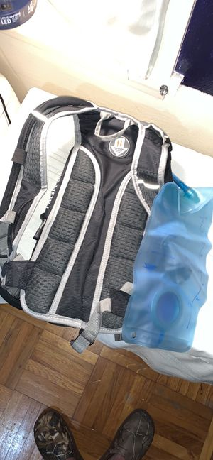 High Sierra 2L hydration pack/backpack for Sale in Fort Worth, TX
