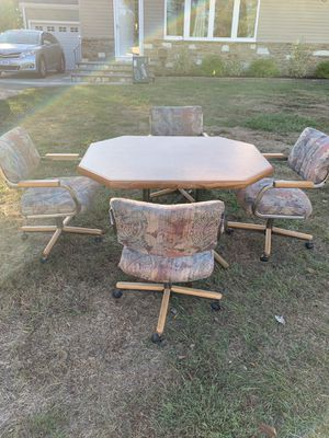 Kitchen table and chairs with leaf! for Sale in Lawrence Township, NJ