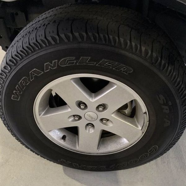 """Set Of 4 17"""" Factory Jeep Rubicon Wheels With Tires"""