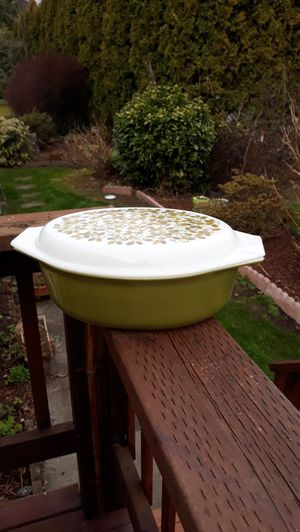 Pyrex Verde 2 1/2 qt. Casserole Dish with Milk Glass Lid for Sale in Sumner, WA