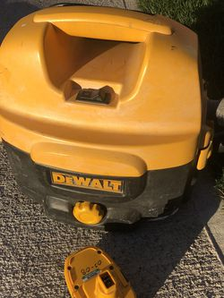 DeWalt Vacuum With Battery for Sale in Tacoma,  WA