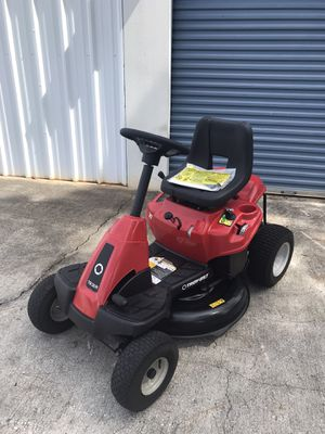 LIKE NEW TROY BILT TRACTOR 30 INCH RIDING LAWN MOWER for Sale in Clermont, FL
