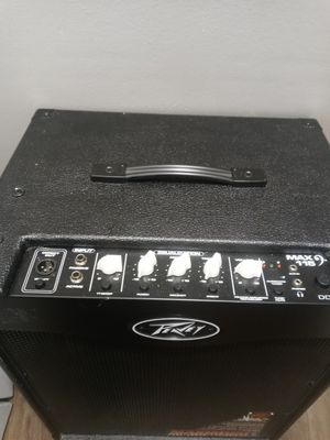 Peavey Max115 bass guitar amp for Sale in Chicago, IL