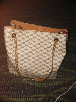 Michael kors gold chain purse for Sale in Orlando, FL