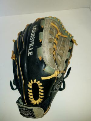Louisville slugger baseball glove for Sale in East Wenatchee, WA