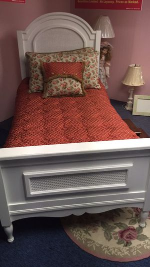 Twin size bed for Sale in Philadelphia, PA