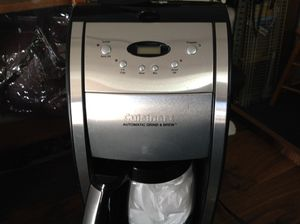 Cuisinart coffee maker Automatic grind & brew for Sale in Juniper Hills, CA