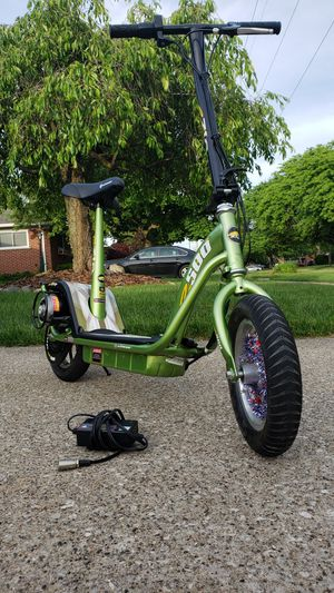 eZip500 Electric Scooter with BRAND NEW BATTERIES for Sale in Dearborn Heights, MI