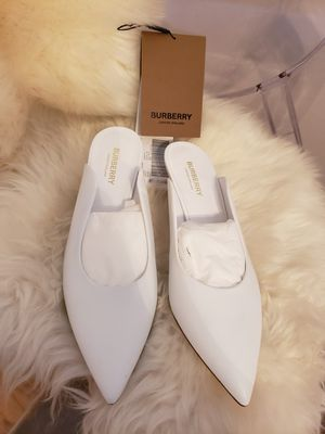 AUTHENTIC BURBERRY SIZE 9.5 WOMENS SHOES for Sale in Auburn Hills, MI