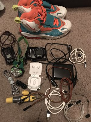 Sony exmor WiFi camera canon camera and various other things for Sale in Baytown, TX