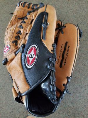"""13"""" Easton baseball softball glove broken in for Sale in Norwalk, CA"""