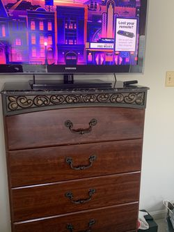 Dressers and Tv for Sale in Centreville,  VA