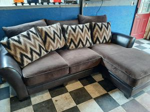 Fantastic sectional couch in amazing condition for Sale in Renton, WA