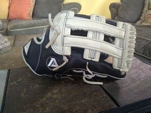 Akadema Outfield Baseball Glove 12.75 New Condition AMR34 for Sale in Cleveland, OH