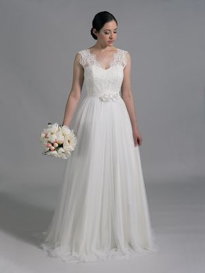 Sleeveless wedding dress in brand new condition for Sale in Issaquah, WA