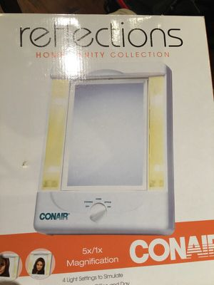 Conair Mirror with 4 light settings, double-sided for Sale in Tampa, FL