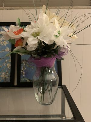 Glass flower vase and plastic flowers for Sale in Torrance, CA