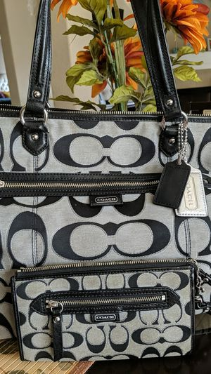 Coach Bag with matching wristlet 100% REAL for Sale in Humble, TX