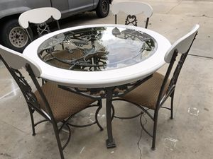 Plz read...kitchen table for Sale in Visalia, CA