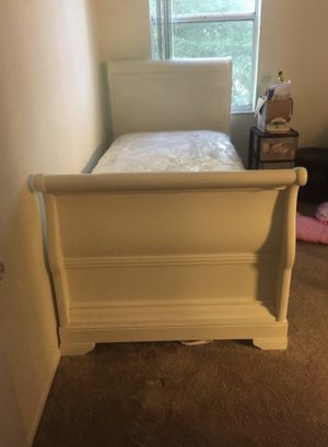 Twin bed with mattress for Sale in Sunrise, FL