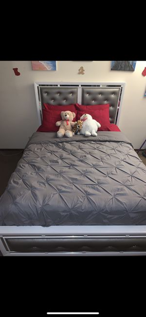 QUEEN SIZE BED for Sale in Elmont, NY