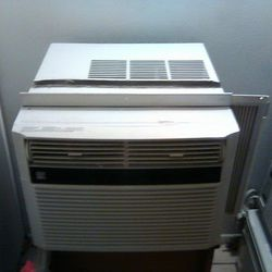 Air Conditioner Kenmore 10,000 BTU for Sale in Cleveland,  OH