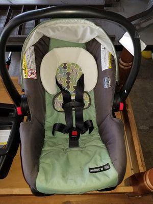 Car seat w/2 bases for Sale in Milwaukee, WI
