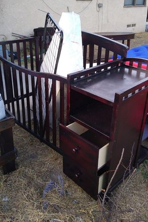 Crib with changing table $35.00 for Sale in San Bernardino, CA