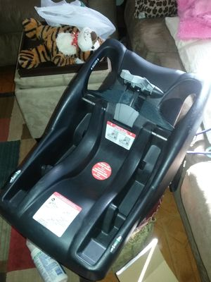 Britax and Graco carseat Bases for Sale in Tampa, FL