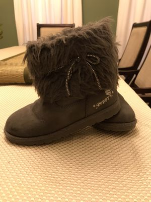 Size 13.5 Girl Gray Boots from Trolls for Sale in Mission, TX